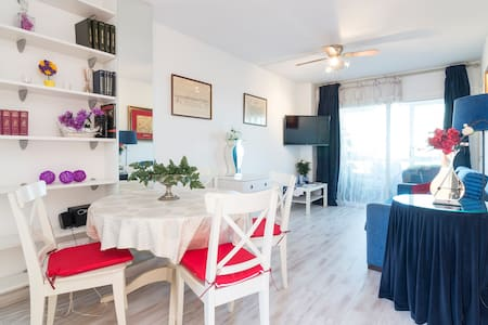 Very cute apartment AT THE BEACH - Torremolinos