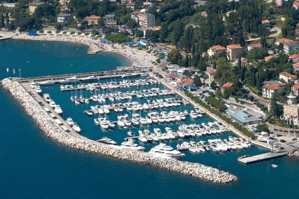 Ičići ACI marina and the main beach,away 200-300 m from the apartment