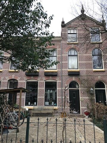 karakteristiek herenhuis in centrum Alphen ad Rijn