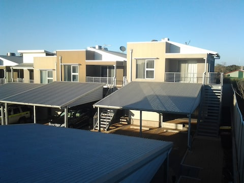 Roxby Downs Central, Modern Two Bedroom Apartment