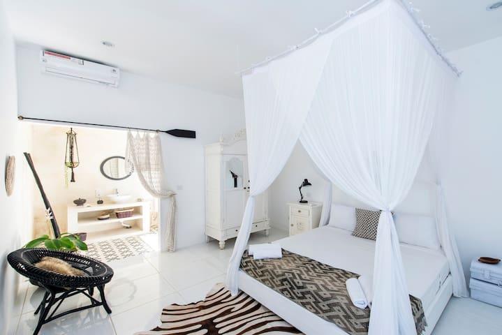 Safari Room,  s/pool in central Canggu, Echo Beach