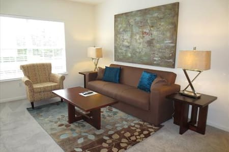 Lux Westwood 2 Bedroom w/pool, gym & Wifi - Westwood