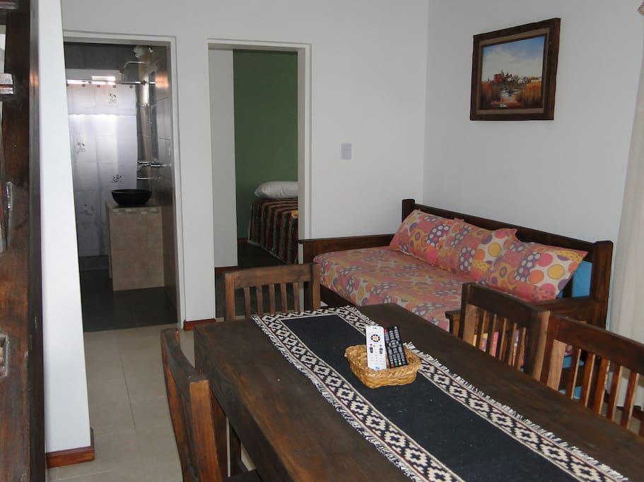 UCHAIMAÑE-  Comedor mesas y sillas  con sillón cama doble- Ventilador de techo
