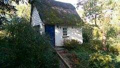 Thatched+cottage+in+idyllic+village