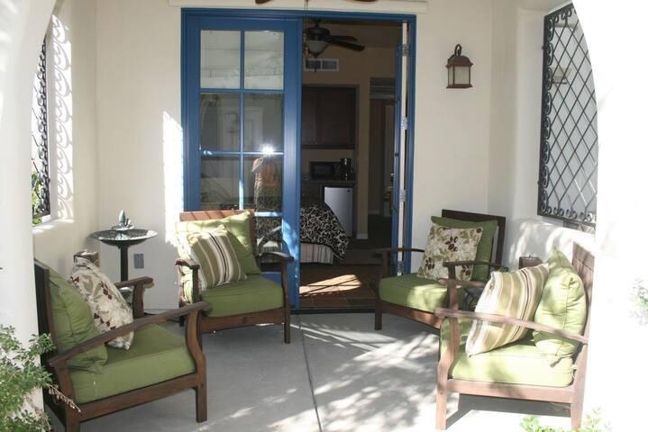 Luxurious ground floor studio - La Quinta - Apartment