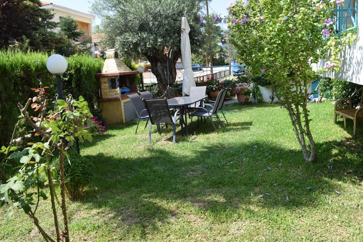 Families welcome-Private garden-40m from the beach