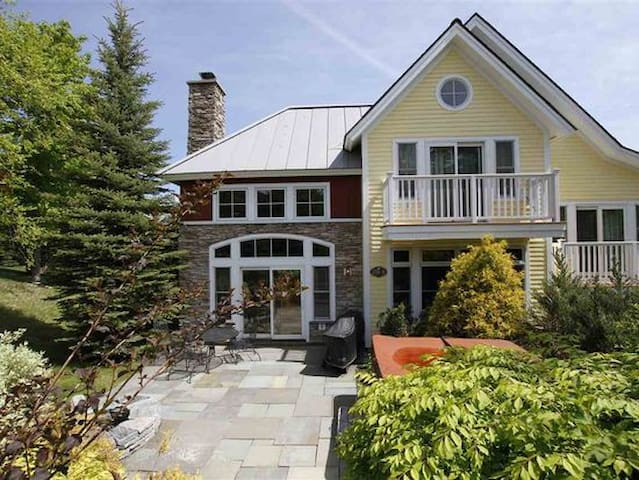Luxury Ski House Slope Side Perfect for Isolating