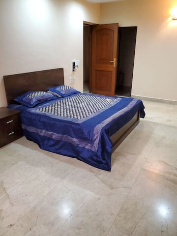 Large Private Room-17th Fl-7 Bungalows Andheri W