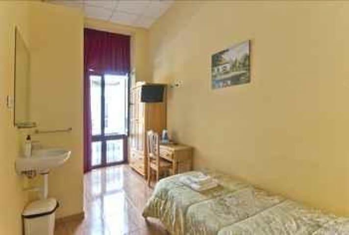 Habitación Individual con ducha y baño compartido