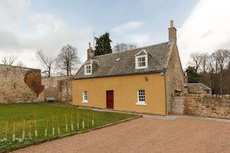 Coachmans Cottage - Sleeps 6