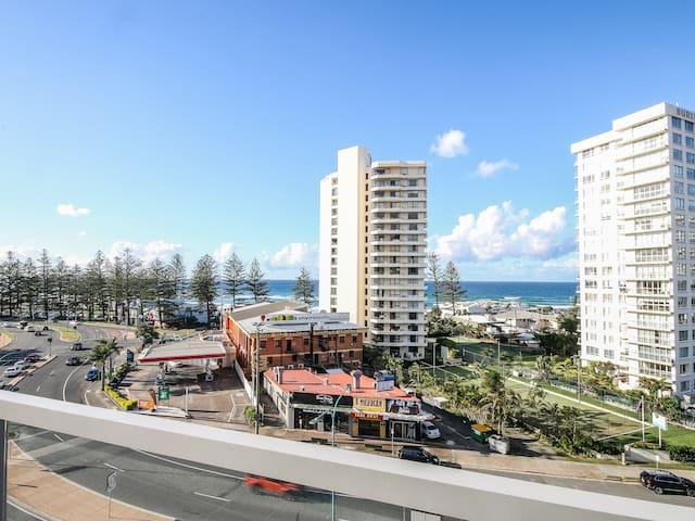 Beach View Apartment ⭐️POOL ⭐️ GYM ⭐️ PARKING