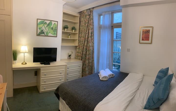 ✽ Lovely Studio w/ Patio by Hyde P. & Oxford St ✽