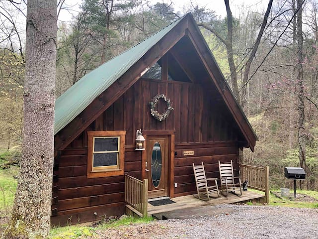 Alone at Last, your Smoky Mountain Getaway!