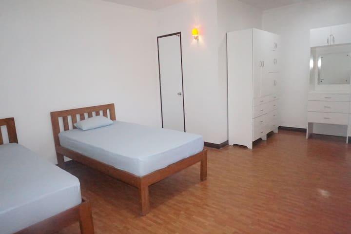 E-MO (Twin Room 4) Near to Ayala