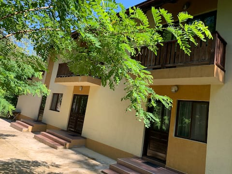 Secluded Villa in the forest, 8bd/8ba pension.