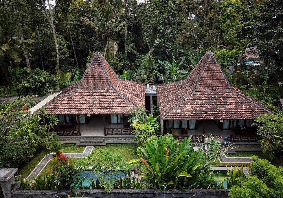 Prama house 1 charming 2br wooden house ubud h user for Traditionelles haus bali