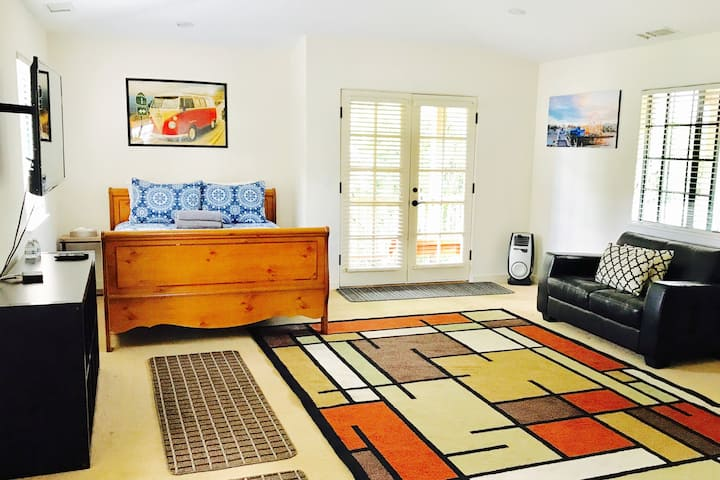 Spacious Private Master Room Near SB Beach