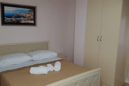 M&G Triple Room - Tiranë