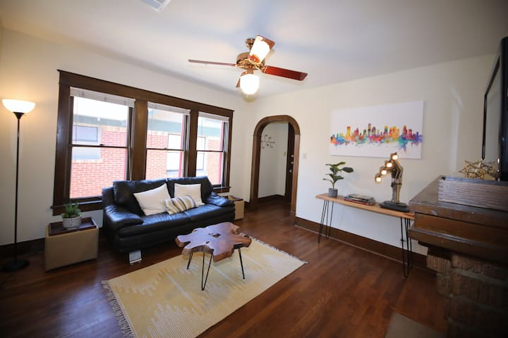 Cozy & private brick house in Historic Heights