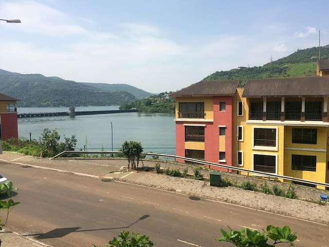 Very close scenic Lake n Street facing A/c Apt - Lavasa - Apartamento