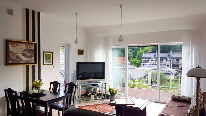 Przytulny apartament z tarasem i widokiem na góry