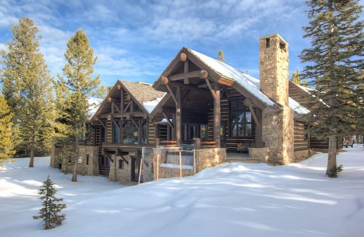 Newly Renovated 6000+ sqft Log Cabin on 20 Acres - Big Sky
