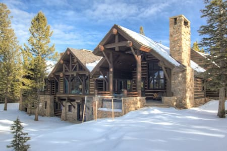 Newly Renovated 6000+ sqft Log Cabin on 20 Acres - Big Sky - House