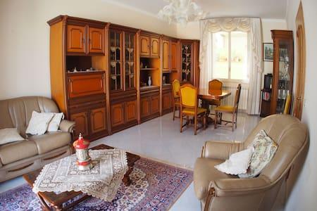 Ampia casa su due piani nel cuore della Sicilia
