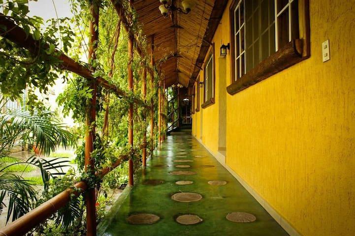 Habitación en Hotel/Paseo El Carmen, Santa Tecla