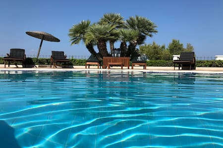 Villa Dolphin - Beachfront Maisonette with Pool