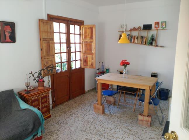 Soleada y acogedora habitación doble en el centro - Jerez de la Frontera