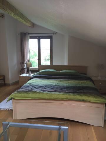 Chambre - lit double ++  à 6km de Neuchâtel