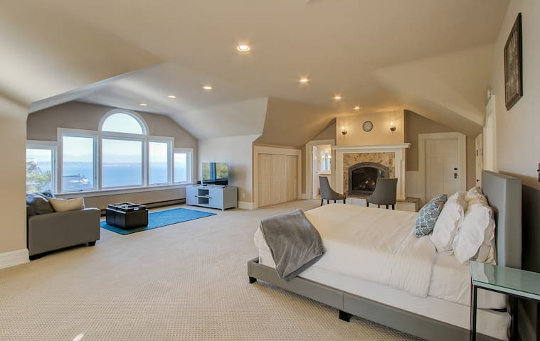 Spectacular View Master Suite