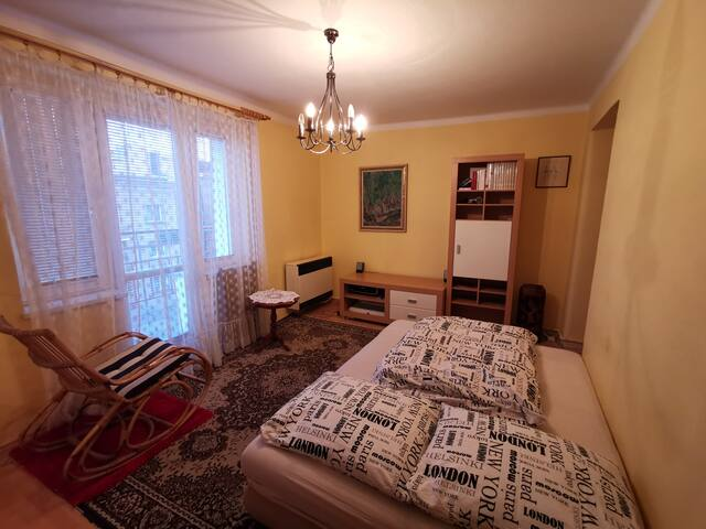 Sunny flat with terrace. Close to airport & metro