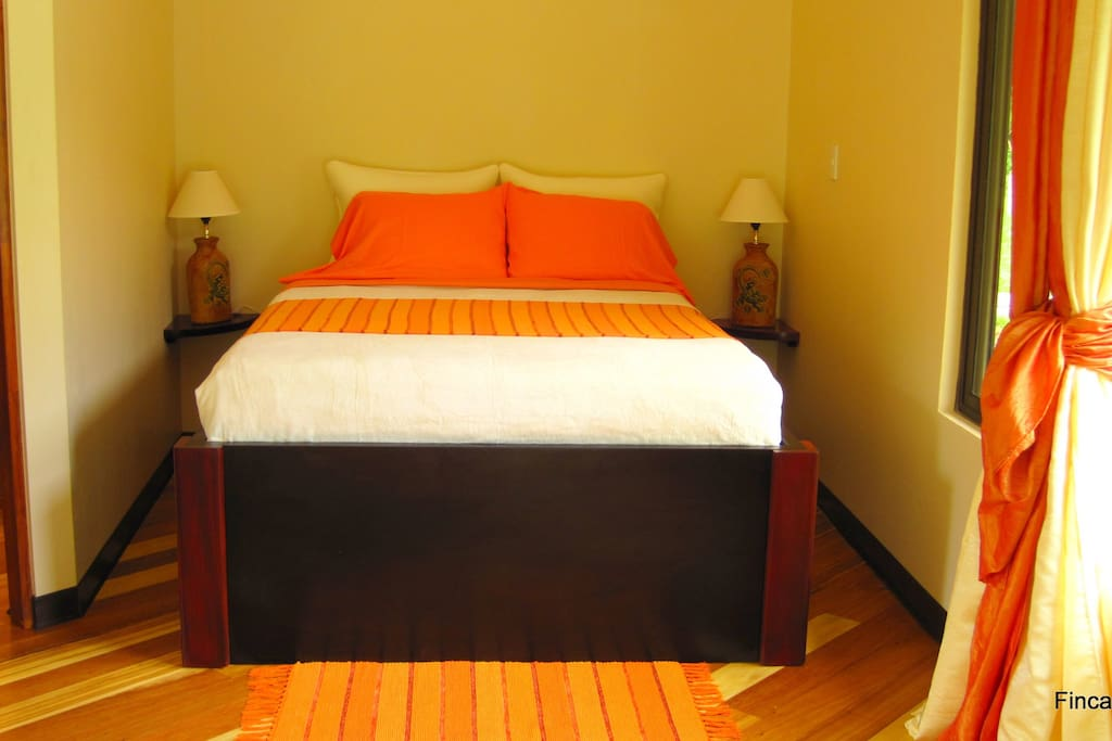 The guestroom: twin bed