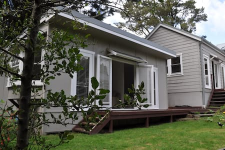 BEST LOCATION self-contained studio apartment - Wentworth Falls