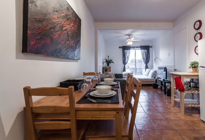★APARTMENT IN THE ❤ OF MONTREAL★ 404 - Montreal - Apartamento