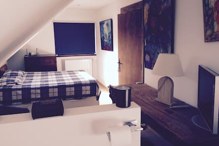 NICE NEW ROOM WITH BATHROOM  - Flemish Brabant