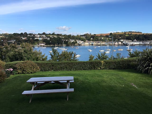 Centrally Located Stylish Apartment - Falmouth - Daire