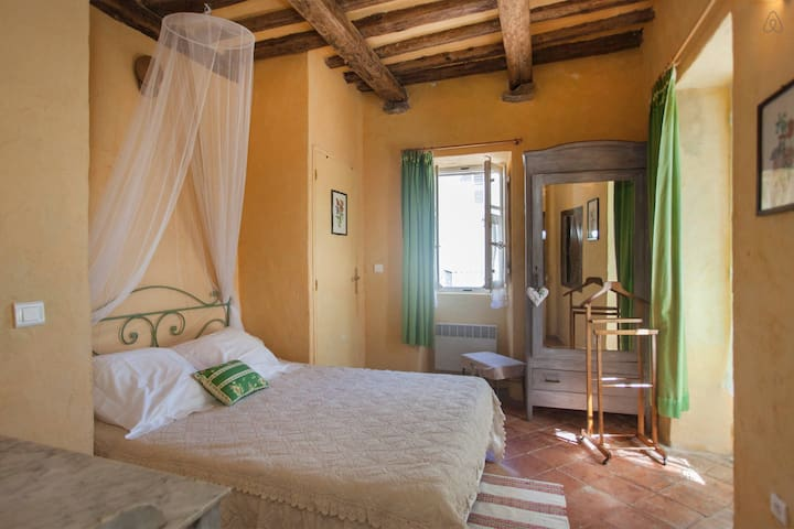 Camera Castagno in affitto a Bastia - Cagnano - Bed & Breakfast