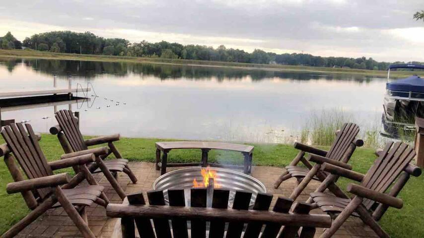 Oak Hills @ Bawbeese Lake, Dock, Boats, Lakefront