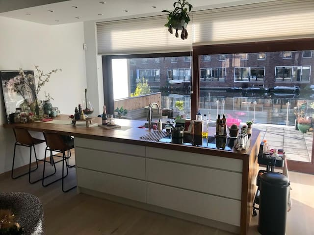 Lovely family home 15min from city centre