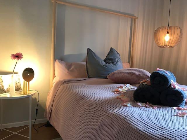 """Schlafzimmer (1) """"Rose"""" mit Doppelbett 140x200"""