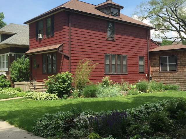 Red Tulip B&B -Oak Park / Chicago - Oak Park - Huis