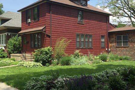 Red Tulip B&B -Oak Park / Chicago - Oak Park - Hus