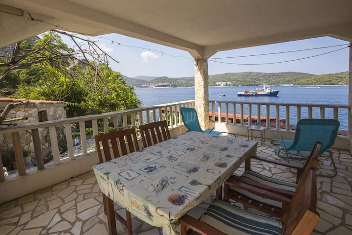 One bedroom apartment near beach Vis (A-8930-a)