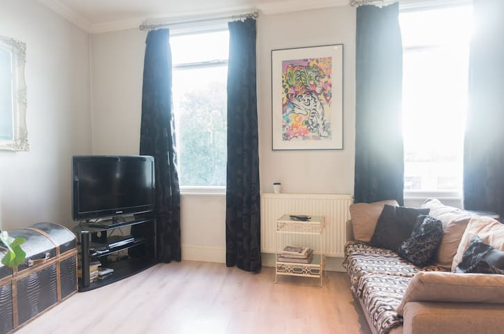 Double room, London Fields, Hackney