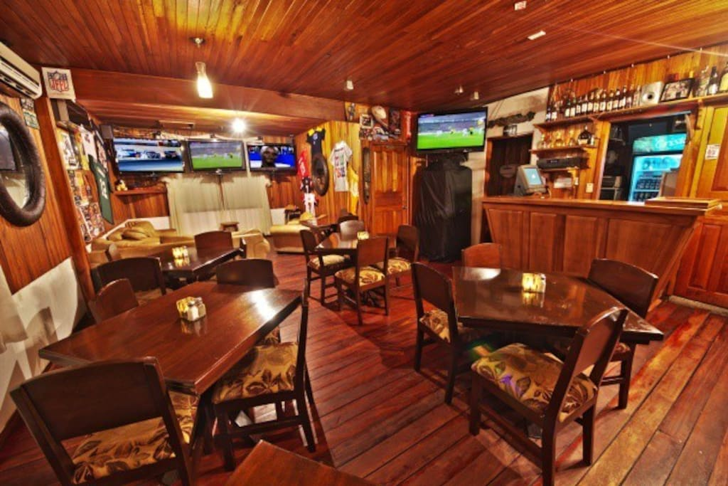 Private Sky bar air conditiond sports lounge/man-cave/ family play room/executuve meeting room.. fun for all.