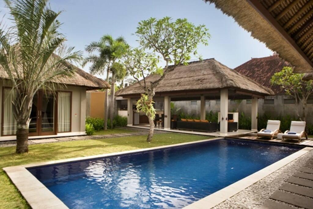 Jerami luxury 3 bedroom villa 1 seminyak villas for for Seminyak villas 1 bedroom