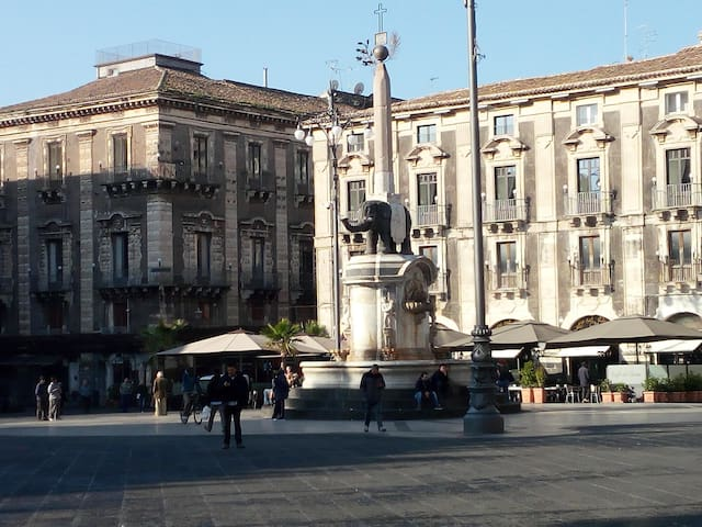 Apartment located in the historic center of Catani - Catania - House